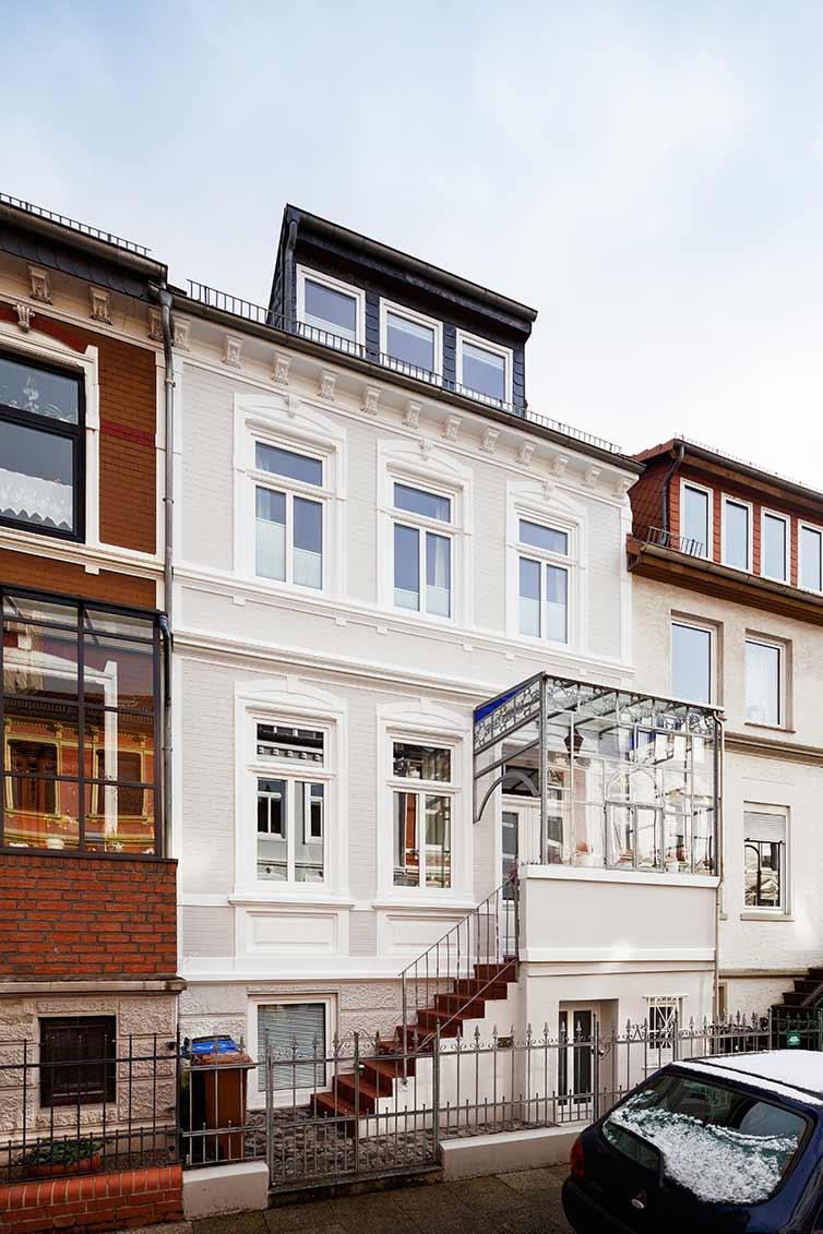 Altbautür und Fenster, Bremen Neustadt, Fassade
