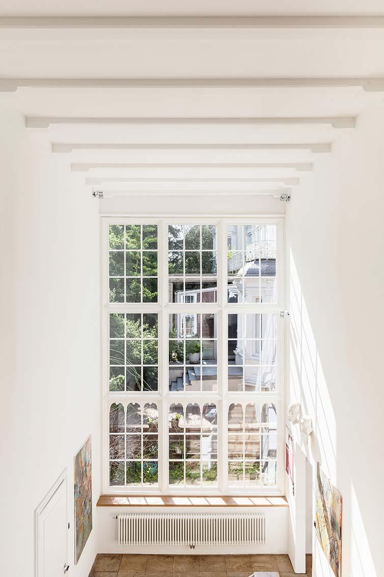 Großes Sprossenfenster aus Holz, Bremen, Innenansicht