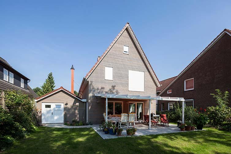 Hausanbau aus Holz, Bremen Oberneuland, Gartenansicht