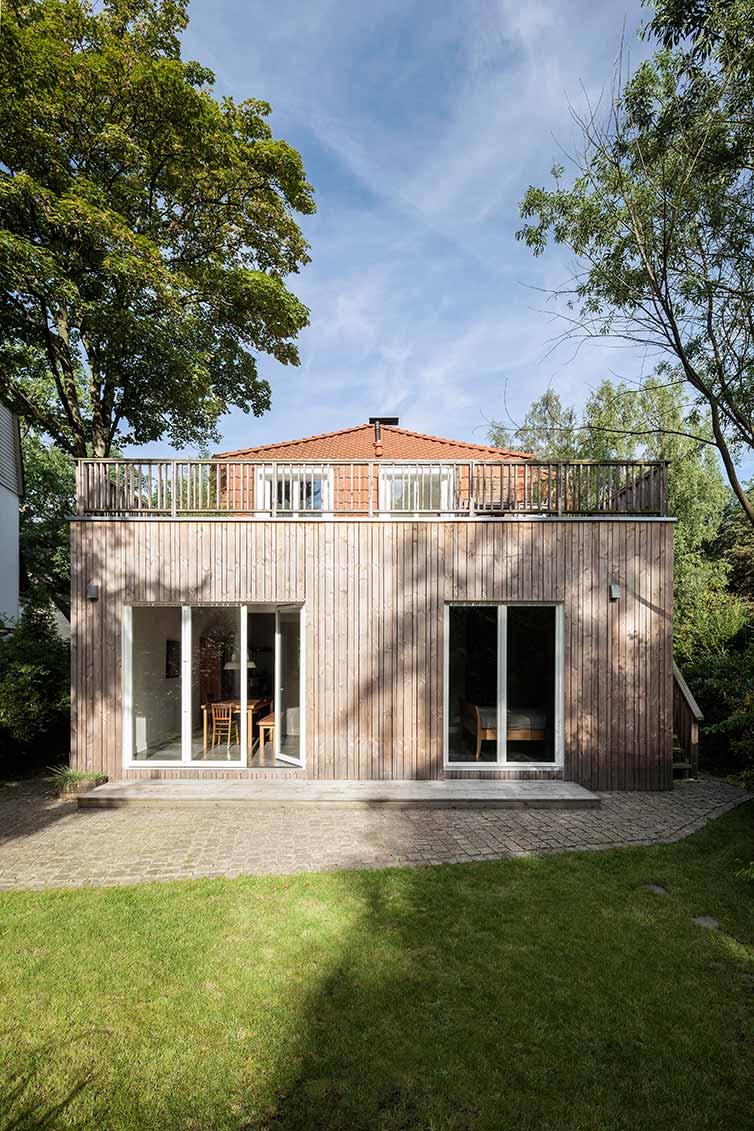 Hausanbau aus Holz, Hamburg, Terrasse und Gartenseite
