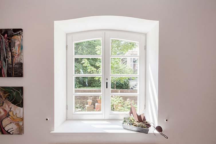 Kleines Sprossenfenster aus Holz, Bremen