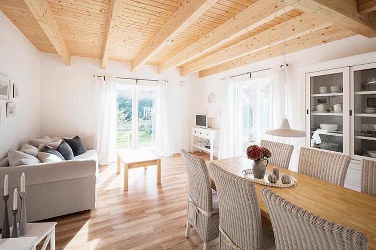 Schwedenhaus Quelkhorn, Wohnbereich mit Holzdielenboden